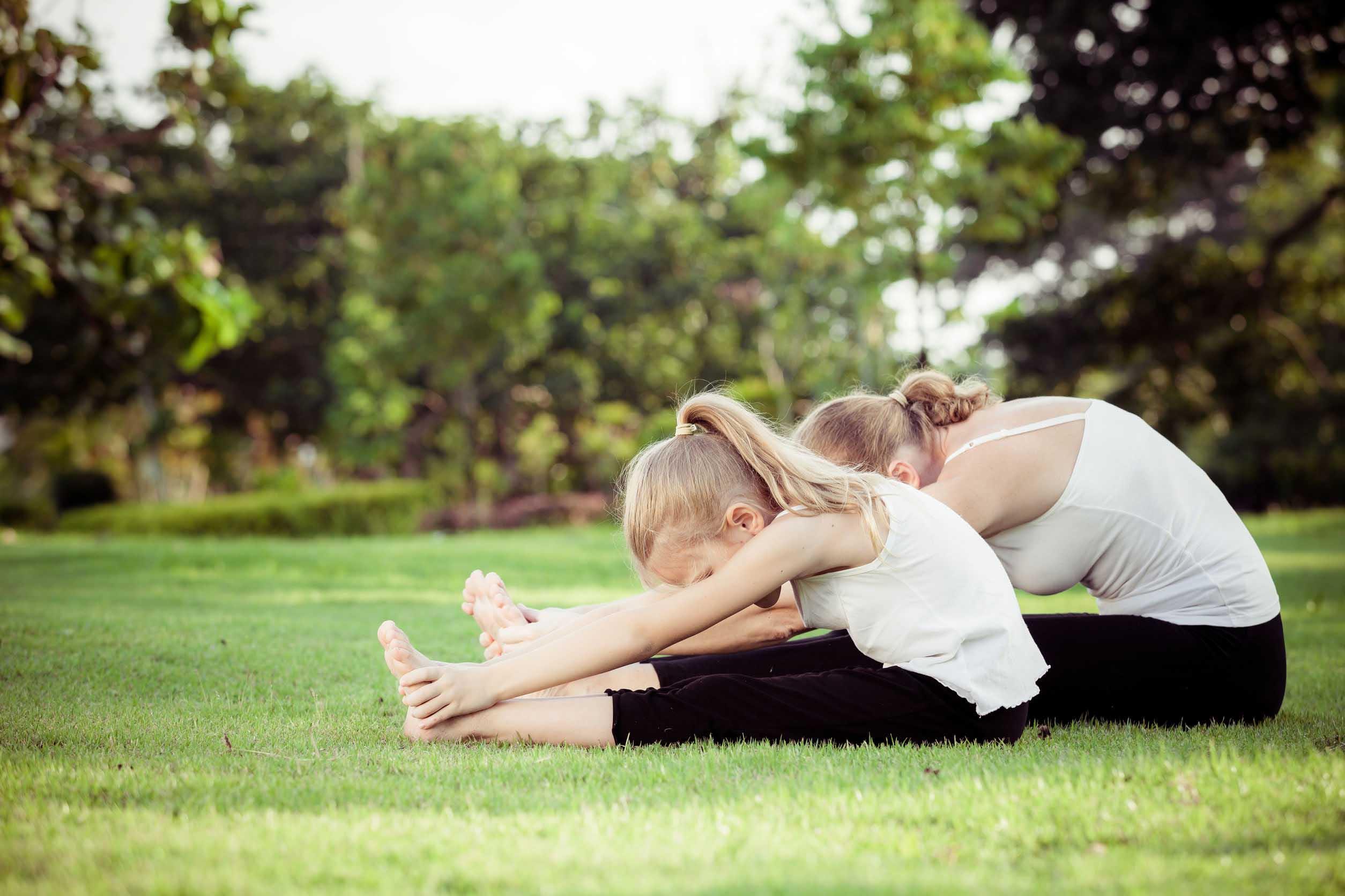 Yoga parent-enfant extérieur
